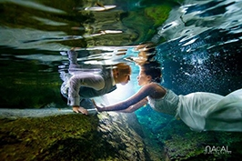 Cenote-trash-dress-bride-groom-underwater-amazing-picture -  - trashthedressplayadelcarmen