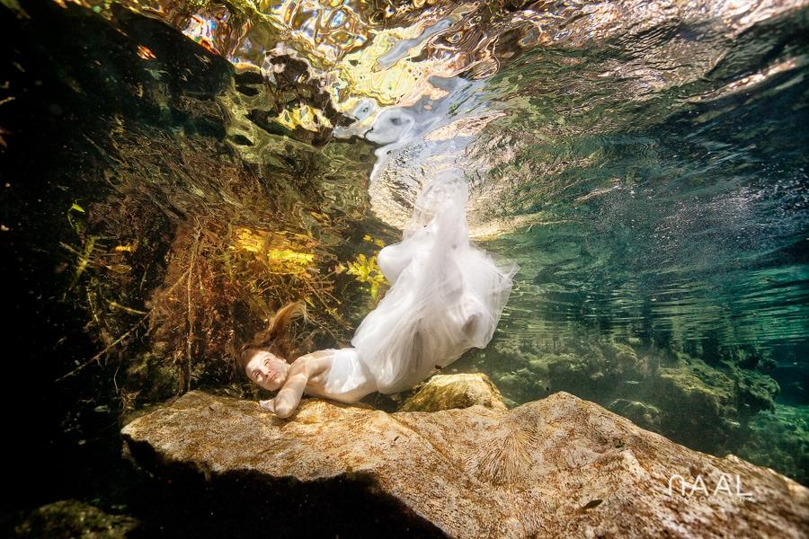 Cenote underwater Trash the Dress