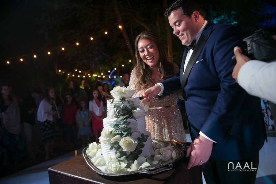 Wedding cake. Bride at the beach. Belmond Maroma by Naal Wedding Photography