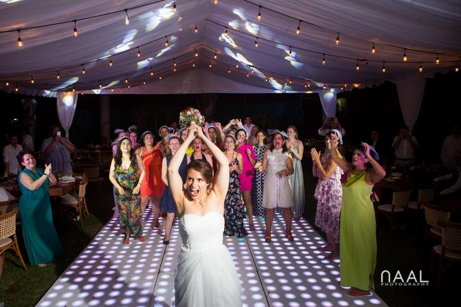 Bacalar destination wedding- Arlenis Ruiz - Naal Wedding Photography. Through bouquet