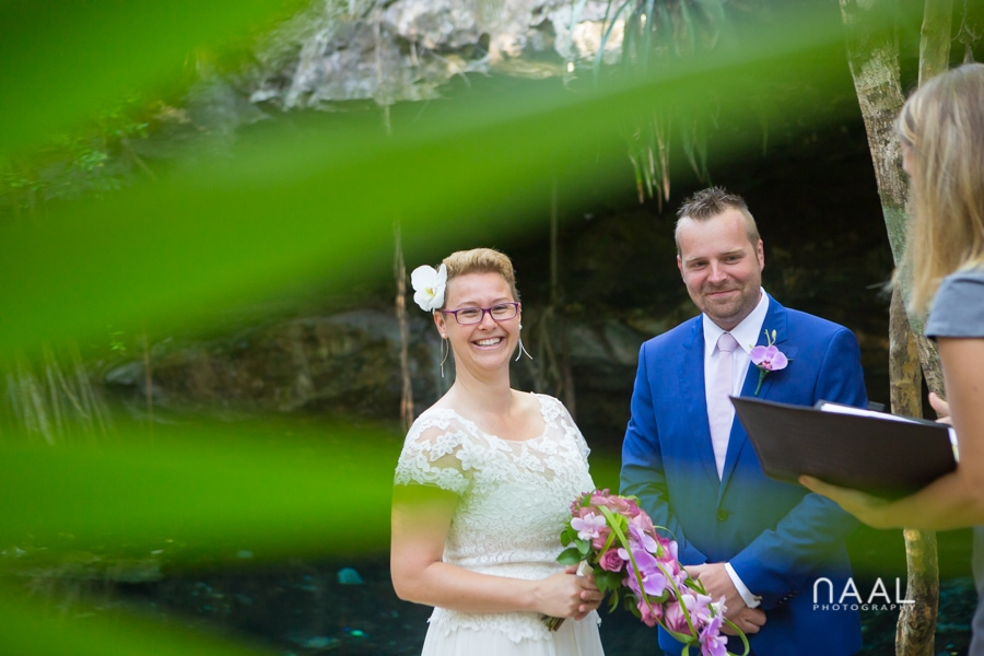 Bride and groom at the cenote. Trash the dress photo session by Naal Wedding Photography